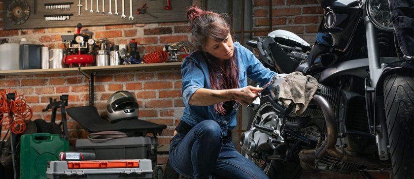 A motor tavaszi felkészítése csajok a motoron