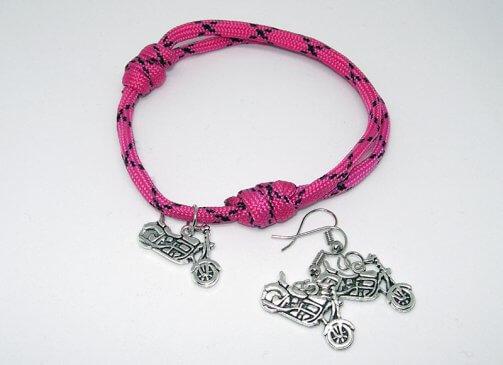 Rózsaszín chopperes karkötő-fülbevaló szett